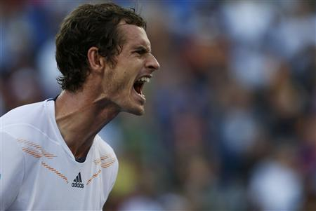 Andy Murray of Britain reacts during his men's singles quarterfinals match against Marin Cilic of Croatia at the U.S. Open tennis tournament in New York September 5, 2012. REUTERS/Eduardo Munoz