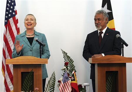 U.S. Secretary of State Hillary Clinton (L) stands beside East Timor's Prime Minister Xanana Gusmao during a joint news conference in Dili, September 6, 2012. REUTERS/lirio Da Fonseca