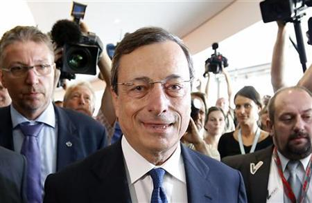 European Central Bank (ECB) President Mario Draghi (C) arrives at the European Parliament's Economic and Monetary Affairs Committee in Brussels September 3, 2012. REUTERS/Francois Lenoir