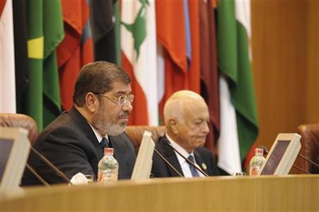 Egypt's President Mohamed Mursi (L) talks at the Arab League headquarters in Cairo September 5, 2012. REUTERS/Egyptian Presidency/Handout
