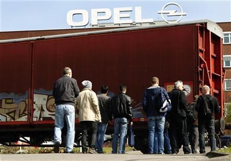Workers arrive for their change of shift at the Opel plant of Bochum in March 28, 2012. REUTERS/Ina Fassbender/Files