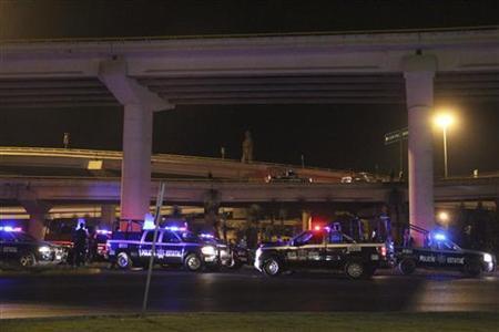 Police trucks are parked underneath a bridge at a crime scene in San Luis Potosi September 6, 2012. REUTERS/Pulso Diario de San Luis/Handout