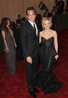 Will Arnett and Amy Poehler arrive at the Metropolitan Museum of Art Costume Institute Benefit celebrating the opening of ''Schiaparelli and Prada: Impossible Conversations'' exhibition in New York, May 7, 2012. REUTERS/Andrew Kelly
