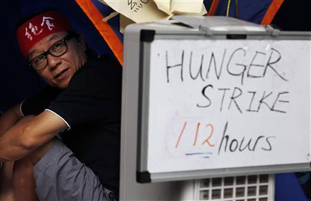 Retired teacher James Hon Lin-shan, who has been on a hunger strike for 112 hours, rests inside a tent during a demonstration against the launch of national education outside government headquarters in Hong Kong September 6, 2012. REUTERS/Bobby Yip