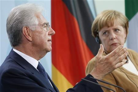German Chancellor Angela Merkel (R) and Italy's Prime Minister Mario Monti attend a news conference after talks at the Chancellery in Berlin, August 29, 2012. REUTERS/Thomas Peter
