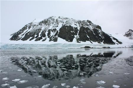 A mountain is reflected in a bay that used to be covered by the Sheldon glacier on the Antarctic peninsula, January 14, 2009. REUTERS/Alister Doyle