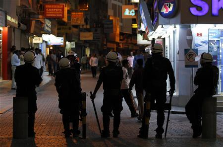 Riot police stand guard at the entrance of a main shopping area in downtown Manama, early evening September 7, 2012, following an anti-government protest earlier in the day. REUTERS/Hamad I Mohammed
