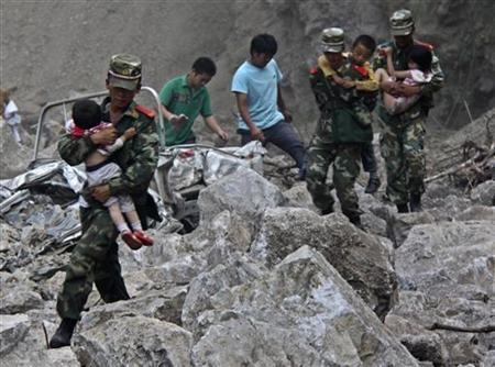 Soldiers carry children as locals follow them towards safer area after two earthquakes hit Zhaotong, Yunnan province, September 7, 2012. REUTERS/Stringer