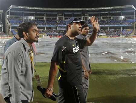 India's Yuvraj Singh waves to fans to acknowledge them as he walks around the ground after the first Twenty20 international cricket match between India and New Zealand was been called off due to heavy rain in Visakhapatnam September 8, 2012. REUTERS/Vivek Prakash