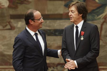 French President Francois Hollande (L) speaks with Paul McCartney during a decoration ceremony at the Elysee Palace in Paris, September 8, 2012. Hollande decorated the former Beatle with a Legion of Honour award, France's highest public distinction which has been awarded to the likes of actor Clint Eastwood and singer Liza Minnelli. REUTERS/Philippe Wojazer