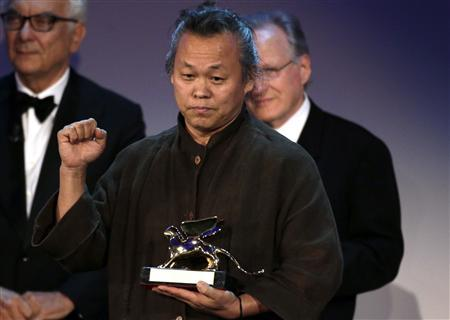 South Korean director Kim Ki-duk holds the Golden Lion prize for best movie ''Pieta'' at the 69th Venice Film Festival in Venice September 8, 2012. REUTERS/Tony Gentile