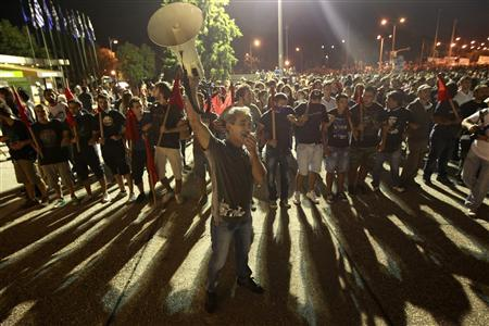 Protester shout slogans during a rally against planning new austerity measures in the city of Thessaloniki in northern Greece September 8, 2012. REUTERS-John Kolesidis