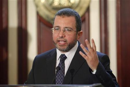 Egypt's Prime Minister Hisham Kandil talks during a news conference with IMF Managing Director Christine Lagarde (not pictured) at the cabinet headquarters in Cairo, August 22, 2012. REUTERS/Asmaa Waguih