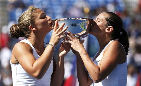 Sara Errani (L) and Roberta Vinci of Italy kiss their trophy after defeating Andrea Hlavackova and Lucie Hradecka of the Czech Republic in their women's doubles finals match at the U.S. Open tennis tournament in New York September 9, 2012. REUTERS/Adam Hunger