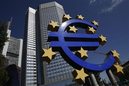 A Euro currency sign is seen in front of the European Central Bank (ECB) headquarters in Frankfurt September 6, 2012. REUTERS/Alex Domanski