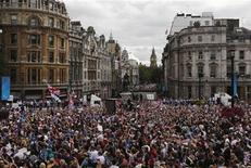 Multidão lota as ruas de Londres para comemorar os jogos Olímpicos e Paralímpicos realizados na cidade. 10/09/2012. REUTERS/Luke MacGregor
