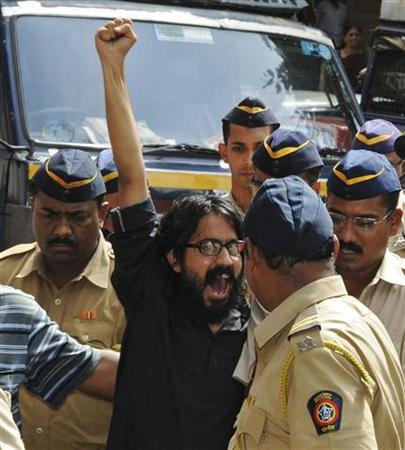 Cartoonist Aseem Trivedi shouts slogans as he is escorted by police outside a court in Mumbai September 10, 2012. REUTERS/Stringer