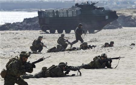 Soldiers from the U.S. Marine Corps take part in a U.S.-South Korea joint landing operation drill along the shore in Pohang, about 370 km (230 miles) southeast of Seoul, March 29, 2012. REUTERS/Lee Jae-Won