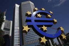 <p>Les précautions proposées par Bruxelles pour empêcher une BCE omnipotente de faire la pluie et le beau temps dans le secteur bancaire au-delà de la zone euro ne satisferont sans doute ni la Grande-Bretagne ni d'autres pays de l'Union européenne qui ont boudé la monnaie unique. /Photo prise le 6 septembre 2012/REUTERS/Alex Domanski</p>