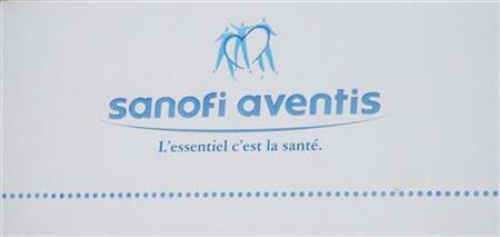 The logo of French drugmaker Sanofi-Aventis is seen on the facade of their headquarters in Paris August 4, 2010. REUTERS/John Schults