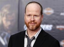 """Diretor Joss Whedon posa na estreia mundial do filme """"Os Vingadores"""", em Hollywood, Califórnia. Depois de concluir """"Os Vingadores"""", Whedon adaptou """"Muito Barulho por Nada"""", um filme em preto e branco de baixo orçamento feito por amor e devoção ao """"Bardo"""", que estreou no Festival de Cinema Internacional de Toronto. 11/04/2012 REUTERS/Danny Moloshok"""