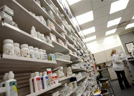 A pharmacist works at a pharmacy in Toronto, January 31, 2008. REUTERS/Mark Blinch