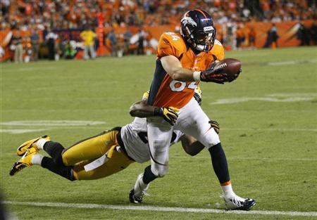 Denver Broncos tight end Jacob Tamme (R) scores a touchdown past Pittsburgh Steelers safety Ryan Mundy in their NFL football game in Denver September 9, 2012. REUTERS/Rick Wilking