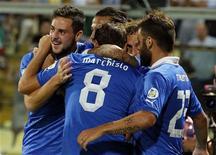 Jogares da seleção italiana de futebol comemoram vitória sobre Malta pelas eliminatórias europeias para a Copa de 2014, em Módena, na Itália. Os italianos sofreram para vencer por 2 x 0 na terça-feira. 11/09/2012 REUTERS/Stefano Rellandini
