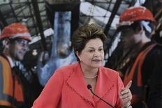 A presidente Dilma Rousseff fala durante cerimônia em Brasília nesta terça-feira, quando o governo anunciou redução média das tarifas de energia de 20,2 por cento para os consumidores a partir do ano que vem. REUTERS/Ueslei Marcelino