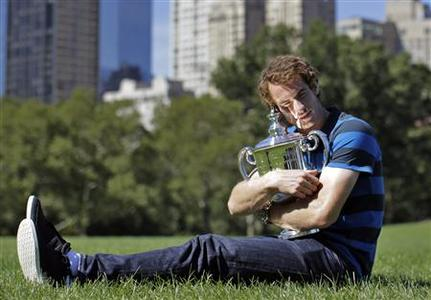 Britain's Andy Murray poses with his trophy in Central Park after winning the men's singles title at the U.S. Open tennis tournament in New York September 11, 2012. REUTERS/Brendan McDermid