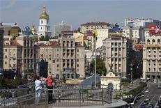 Вид на площадь Независимости в центре Киева 30 августа 2011 года. Правительство Украины всего за пару часов почти на процент увеличило прогноз роста ВВП на будущий год, изменив ожидание замедления буксующей экономики на чаяния о ее ускорении. REUTERS/Gleb Garanich