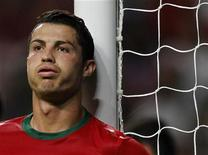 Jogador português, Cristiano Ronaldo, é visto durante partida pelas eliminatórias para a Copa do Mundo de 2014, em Braga, Portugal. Cristiano Ronaldo garantiu nesta quarta-feira que está concentrado em jogar bem pelo Real Madrid e não está procurando formas de melhorar os termos de seu contrato. 11/09/2012 REUTERS/Miguel Vidal
