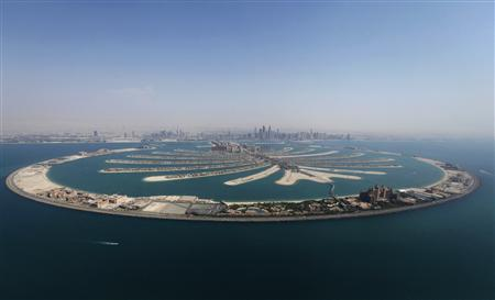 An aerial view of The Palm Jumeirah is seen in Dubai, August 31, 2012. REUTERS/Jumana ElHeloueh