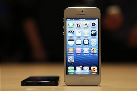 The iPhone 5 on display after its introduction during Apple Inc.'s iPhone media event in San Francisco, California September 12, 2012. REUTERS/Beck Diefenbach