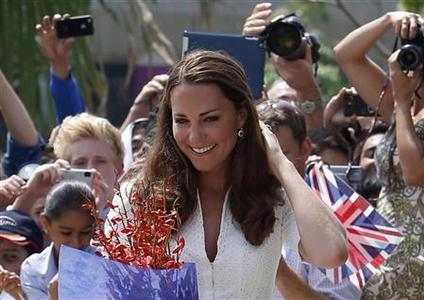 Britain's Catherine, Duchess of Cambridge, leaves after greeting fans at Gardens by the Bay in Singapore September 12, 2012. REUTERS/Edgar Su