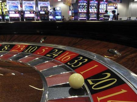 A ball is seen on a roulette wheel in front of slot machines at Gaming Expo Asia in Macau May 22, 2012. REUTERS/Bobby Yip