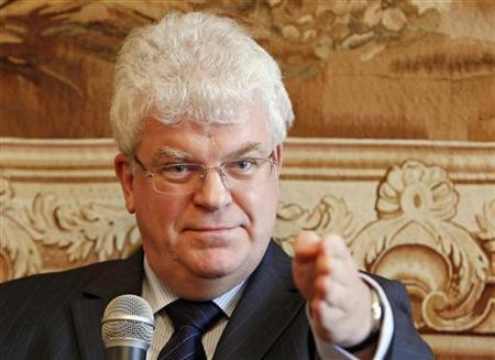 Vladimir Chizhov holds a news conference in Brussels, September 30, 2009, on an EU-sponsored report on the late war between Russia and Georgia. REUTERS/Yves Herman
