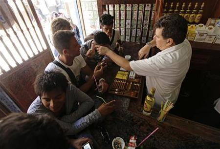 Tourists drink and buy cigars at a bar in Havana August 24, 2012. REUTERS/Desmond Boylan