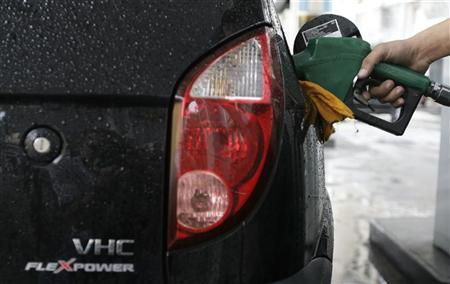 A gas station worker fills a car's tank with ethanol in Rio de Janeiro April 30, 2008. Brazil is the world's largest producer and exporter of ethanol. REUTERS/Sergio Moraes
