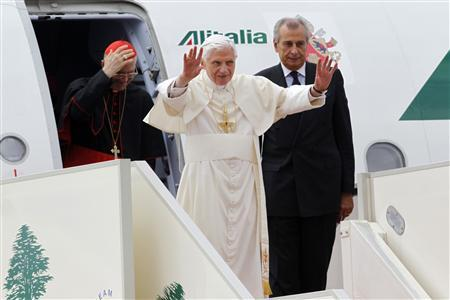 Pope Benedict XVI waves as he arrives at Beirut's airport, September, 14, 2012. REUTERS/Jamal Saidi (LEBANON - Tags: RELIGION)