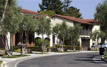 Homes that are valued at over $1 million, sit along Bersano Lane in Los Gatos, California September 6, 2012. REUTERS/Norbert von der Groeben