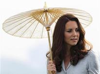 """Kate Middleton, esposa do príncipe William, é vista durante visita a Cingapura. A família real britânica deu início a um processo judicial contra uma revista francesa, nesta sexta-feira, por uma invasão """"grotesca"""" de privacidade, depois que a revista publicou fotos de Middleton de topless. 13/09/2012 REUTERS/Tim Chong"""