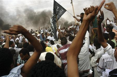 Sudanese demonstrators attack the U.S. embassy in Khartoum September 14, 2012. REUTERS/Stringer