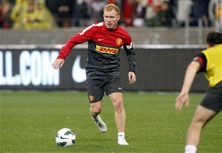 Manchester United's Paul Scholes takes part in a training session ahead of their pre-season friendly soccer match against Ajax Cape Town at the Cape Town Stadium, July 20, 2012. REUTERS/Mike Hutchings
