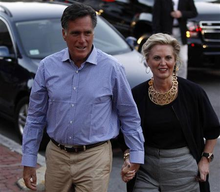 U.S. Republican presidential nominee and former Massachusetts Governor Mitt Romney and his wife Ann arrive for dinner in Belmont, Massachusetts, September 15, 2012. REUTERS/Jim Young