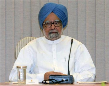 Indian Prime Minister Manmohan Singh attends a full planning commission meeting at his residence in New Delhi, September 15, 2012. REUTERS/Raveedran/Pool
