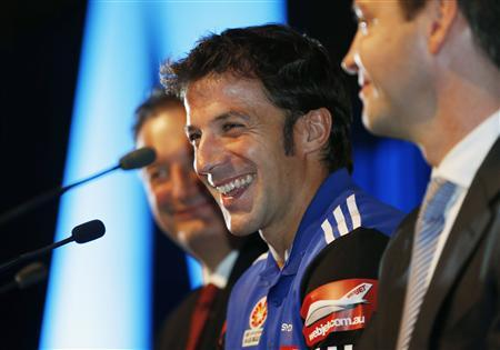 Former Juventus soccer player Alessandro Del Piero of Italy smiles as he reacts during his first official Sydney FC news conference as he is flanked by the club's Chief Executive Tony Pignata (L) and Chairman Scott Barlow (R) in Sydney September 17, 2012. Del Piero arrived in Sydney on Sunday to begin his two years with Sydney FC in the A-League. REUTERS/Tim Wimborne