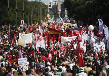 Demonstrators carry banners as they march to Madrid's Colon Square during a protest against government's cutting measures September 15, 2012. Tens of thousands of Spaniards rallied in the Spanish capital on Saturday to protest against spending cuts and tax rises in a country reeling from high unemployment and a gruelling recession. REUTERS/Sergio Perez