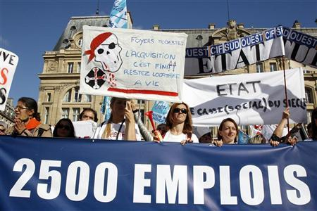 Employees of French Credit Immobilier de France (CIF) attend a demonstration to call for a full nationalisation of the troubled French mortgage lender and a guarantee to protect its 2,500 jobs September 13, 2012 in Paris. REUTERS/Benoit Tessier
