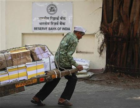 A man pulls a hand-drawn cart in front of the Reserve Bank of India (RBI) building in Mumbai January 24, 2012. REUTERS/Danish Siddiqui/Files